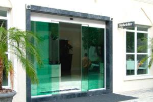 ¿Cuál es el impacto energético real de instalar puertas automáticas?